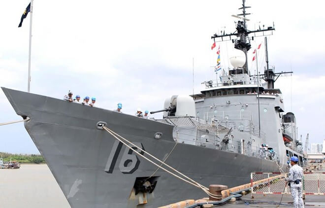 Philippine naval ship docks at HCM City